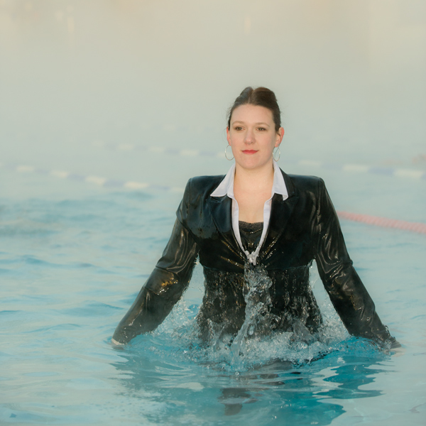 Swimming Pool Clothing : How to dress for a profile portrait