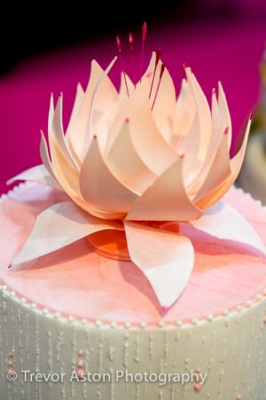 A beautiful lily on a wedding cake at Cake International ExCel London